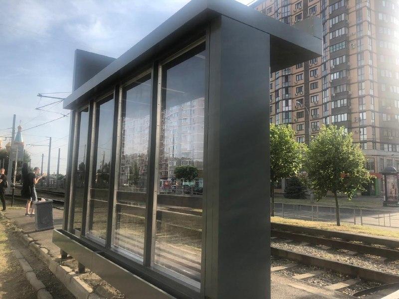 В Краснодаре поставили первую тестовую трамвайную остановку с новым дизайном 4