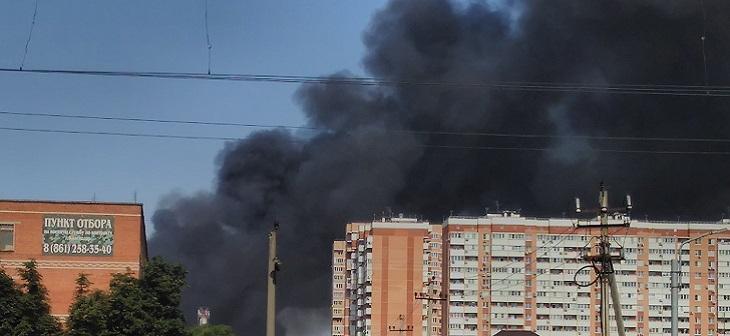 Пожар на складах в районе ТЦ «Красная Площадь» Краснодар 1